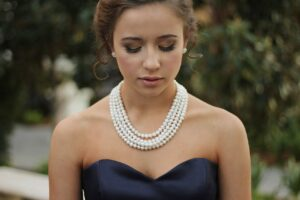 Jak vybrat šperky na ples?